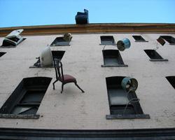 Дом падающей мебели