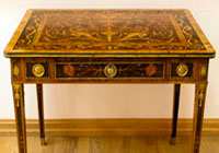 Столик Екатерины II возвращен в музей