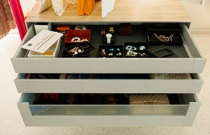 Гардеробная DRESSWALL - ящик в комоде