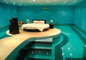 Спальня в басейне